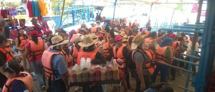 Лодки с туристами на каньон дель Сумидеро