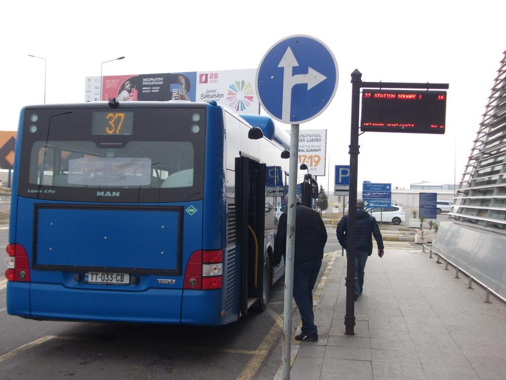 автобус 37 из аэропорта в Тбилиси